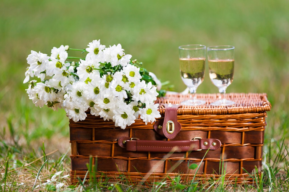 Marvelous Picnic Wedding Classic Picnic Basket With Wine And Flowers.
