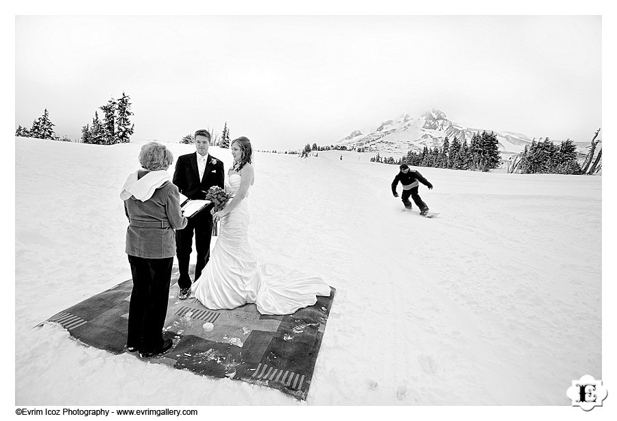 timberline lodge wedding with bride and groom kristy and chase tying the knot on the slopes photo taken by evrim icoz photography